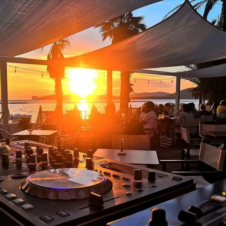 DISCOVERY SARDINIA RADIO RESIDENTS W/ FRANCESCO BOTTEGHI LIVE AT LIDO BEACH BAR ALGHERO